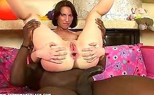 The black anal gaper shows put emphasize GUCKMAL position