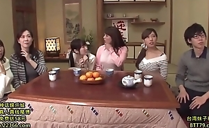 Japanese divertissement show, Animated link ( 2hours):http://shink.me/VgN5W