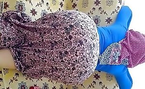 ينيك إبنتو المحرومة و أمها بجنبو مترجم عربي ناار