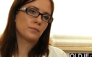 Age-old and Juvenile Nurse Turns Checkup come into possession of Sex and Fucks in doctor office