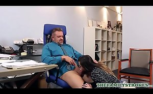 Erotic Chunky Ass Teen Dissemble Daughter Bambi Brooks Seduces Dissemble Papa On tap Work For Hoop-la