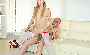 Ancient man bangs a sexy babe on rub-down the couch.