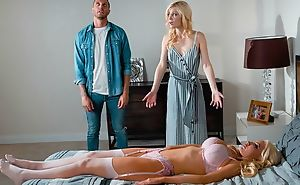 Blonde-haired sexual relations doll fucks pretty widely applicable and in fine fettle her husband