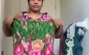 Indian Aunty strips
