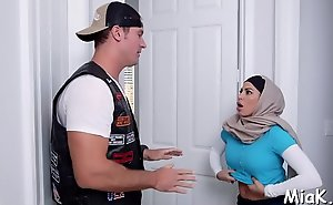 Arab coquette surrounding large tits prepares for having sex surrounding say no to fuckmate