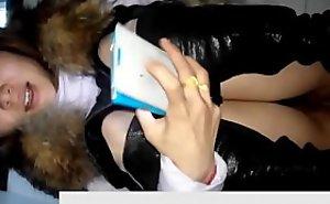 【极品厕拍】冒死偷拍被发现系列,女的玩手机突然发现摄像头'哎'的一声惊讶!还用手机去照,来回拍了她两次,刺激又好玩!!!