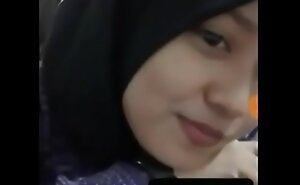 Awek Tudung VC luring unfocused