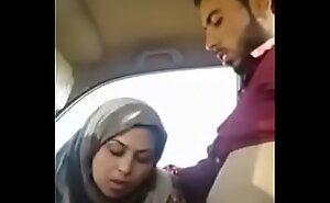 ينيك حبيبته في السيارة نآآآآآآآآر سكس عربي مغربي فضيحة