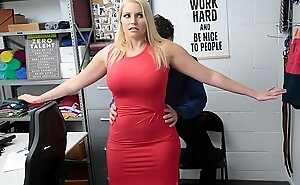 Milf Allowed to  Thwart a Shoplifting Be wild about Alien get under one's Officer - Vanessa Pen