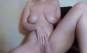 Naked camgirl plays surrounding her soaking wet cookie