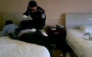 两个警察玩主奴